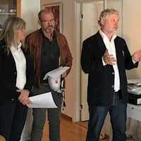Britta Permats, CEO Svensk Ventilation, Johan Lindholm, Chairman union Byggnads and Peter Eriksson, Housing and Digital Development minister in the apartment.