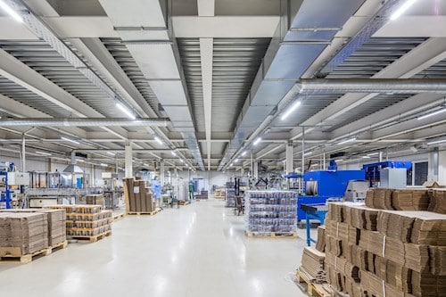 Clean Warehouse AdobeStock 182858749